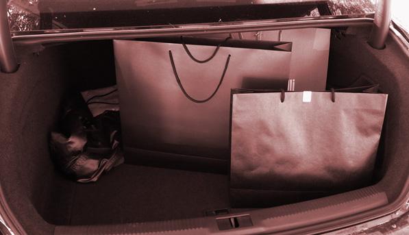 Брандинг на торбите на различни марки за дрехи
