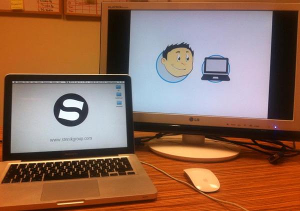 Стефан Чорбанов завършва презентацията си за e-mail маркетинг и подготвя героя Киро в офиса на Stenik